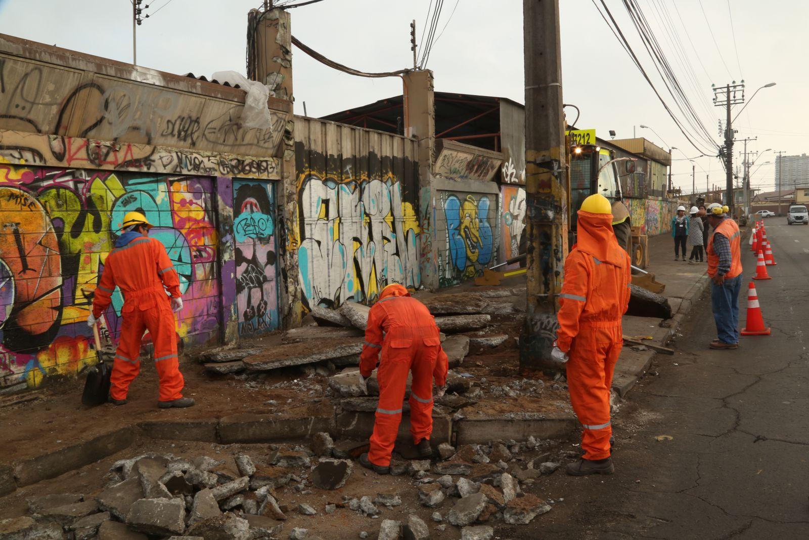 municipio-continua-reposicion-de-aceras-en-calle-valdivia