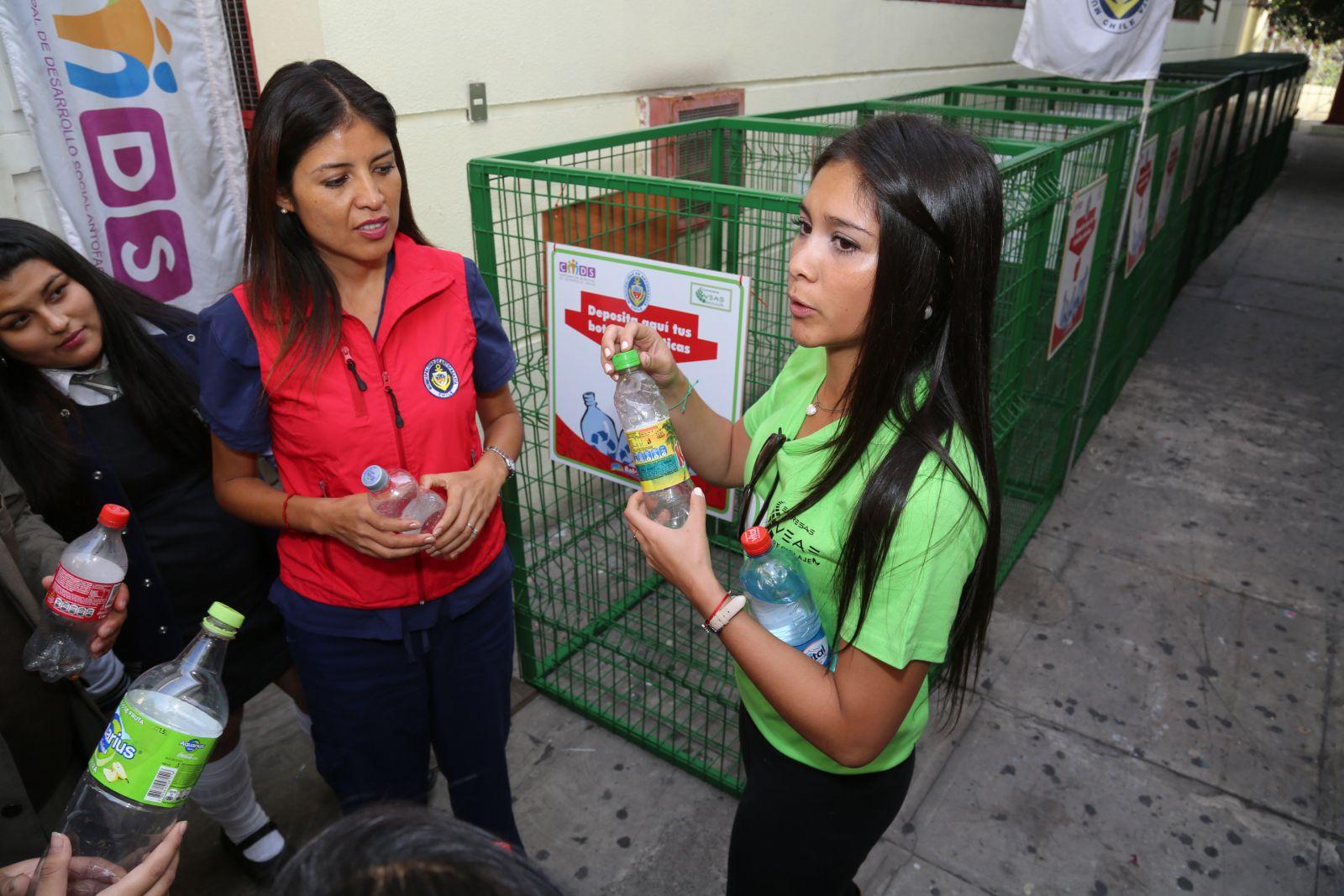 alcaldesa-lanza-plan-de-reciclaje-en-establecimientos-educacionales-de-antofagasta