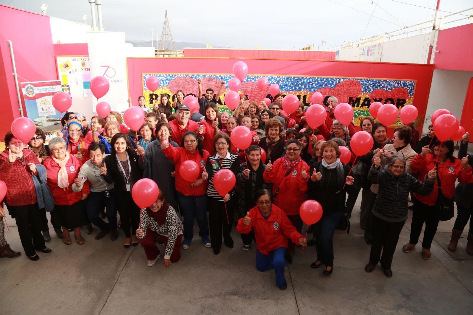 inauguran-mural-de-9-metros-hechos-con-tapas-de-bebida-en-antofagasta