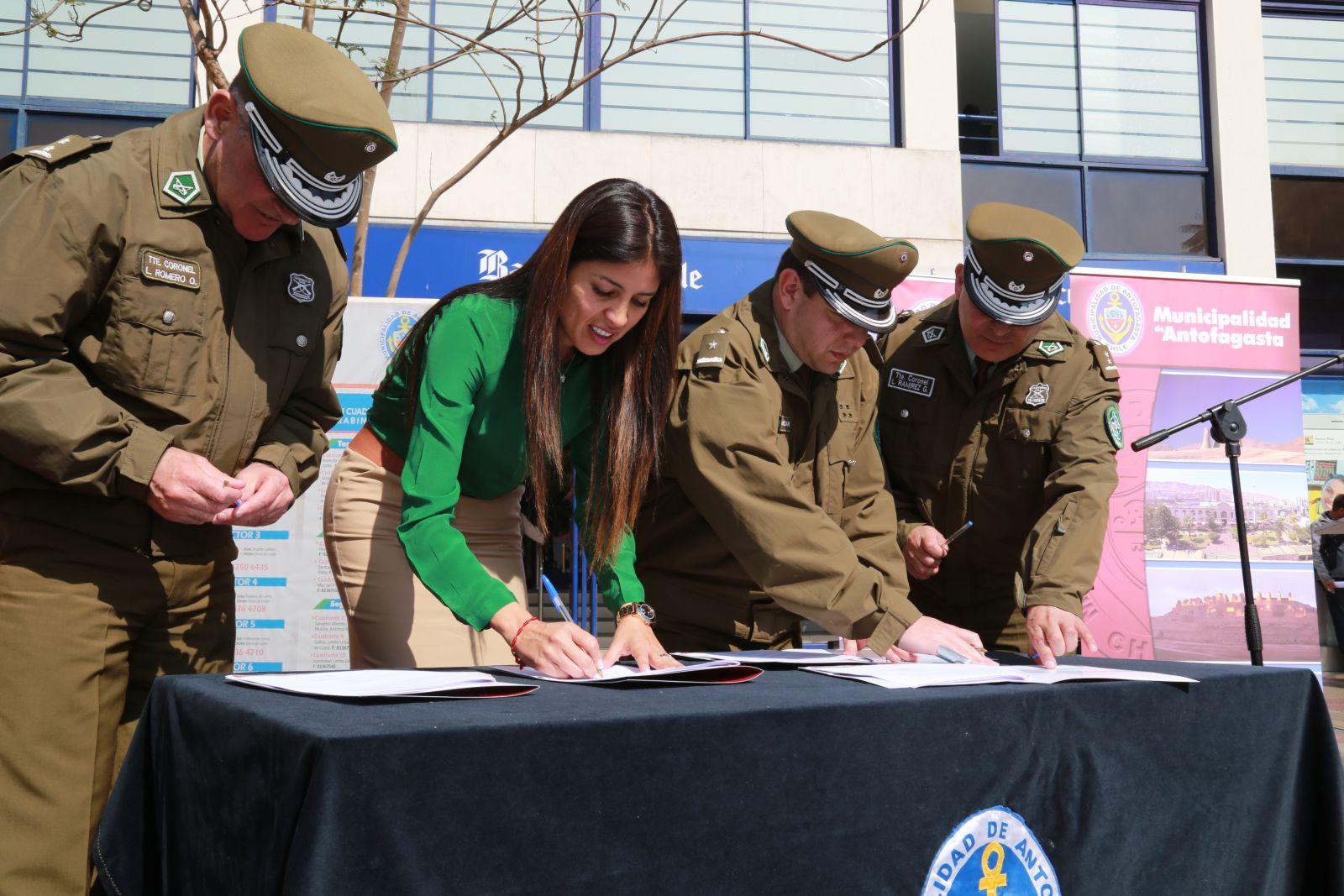 municipio-firma-convenio-con-carabineros-para-plan-municipal-de-seguridad-ciudadana