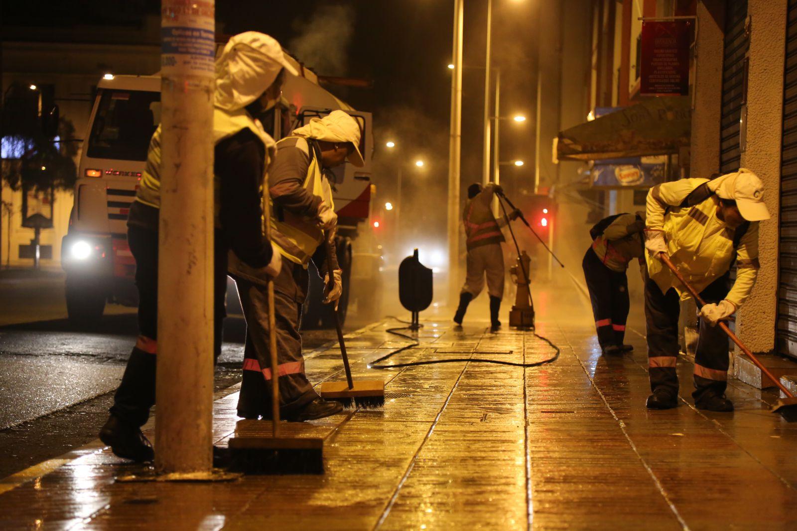 municipio-intensifica-labores-de-limpieza-nocturna-en-sector-centro-de-antofagasta