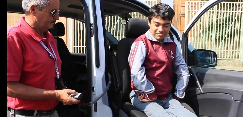 cien-estudiantes-del-programa-de-integracion-escolar-utilizan-minibus-de-la-inclusion